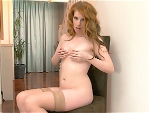 Nicole Hart plays with her steamy sandy-haired vag