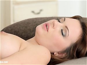 Emily Thorne and Ale sugary-sweet in Morning escapade le