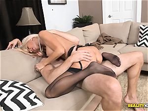Millionaire cougar Kasey Storm finds herslef a youthfull stud to have fun with