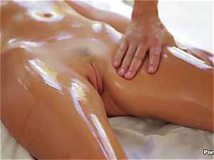 cool massage ends in hardcore penetrate with Alexis Adams
