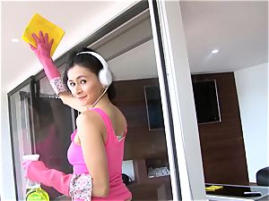 OPERACION LIMPIEZA - Latina maid craves rod and facial